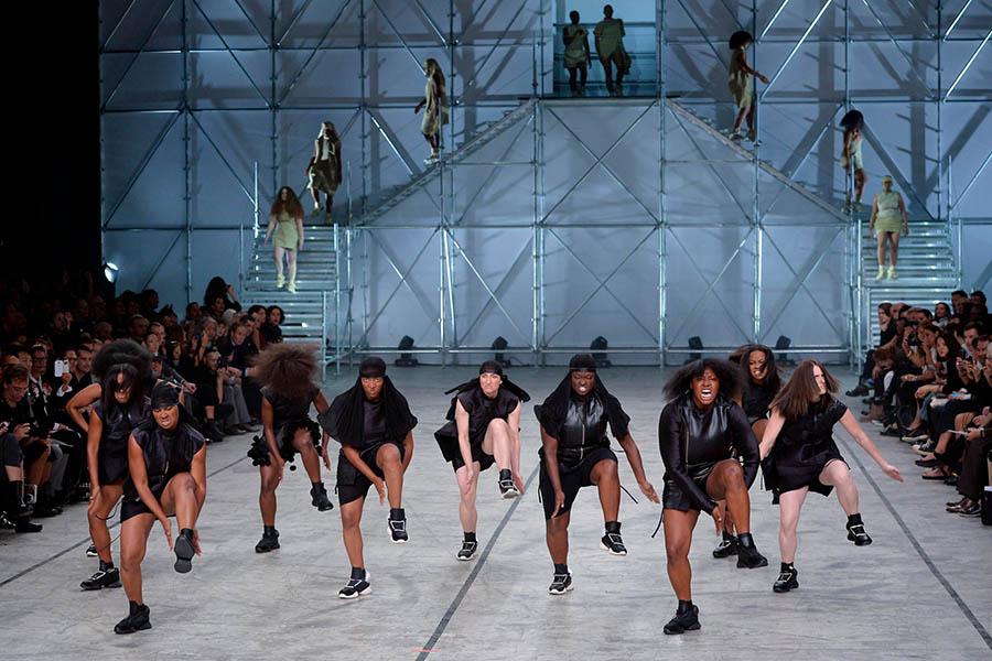 Cosa stanno facendo le Team Vicious dopo il deliro alla Paris Fashion Week?