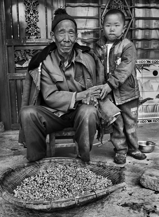 Griot-Magazine1-Profumo-di-sogno-© sebastiao-salgado-contrasto-editore-mostra a venezia_. Villaggio Mengnai, distretto di Baoshan, provincia di Yunnan, Cina 2012