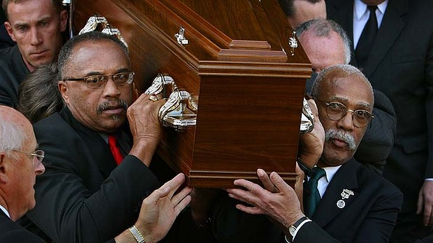griot-magazine-peter-norman-funerals-white -man-in-that-photo-black power salute