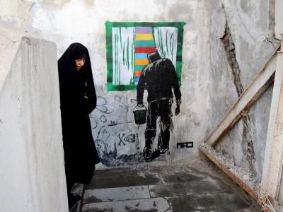 Satanismo o propaganda? Ecco l'arte pubblica che sta trasformando i muri dell'Iran