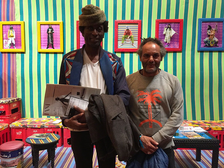 griot-mag- Africa Now! | Paris The African breeze is blowing on our souls Le salon (2017), Hassan Hajjaj and Keziah Jones)