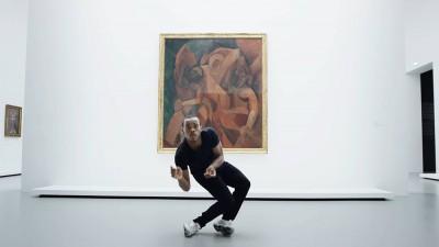 Lil Buck che danza davanti ai Picasso e Matisse alla Fondazione Louis Vuitton è tutto