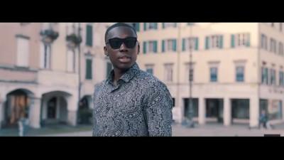 Justin Owusu è il rapper friulano che Calligaris della Lega vorrebbe nei campi siberiani