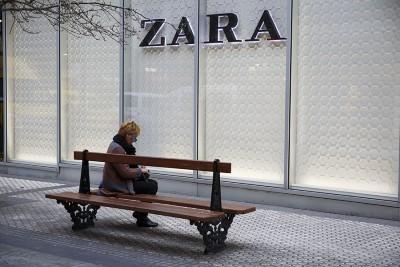 Lavoratrici turche usano i capi di Zara per raccontare lo sfruttamento