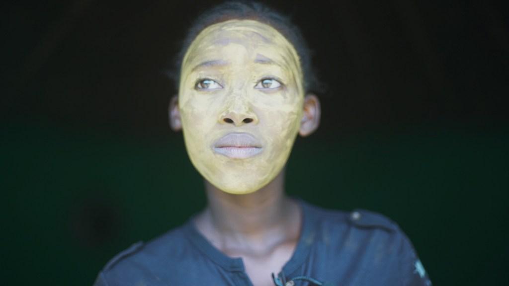 griot mag a gentle magic_ documentario su creme schiarenti della pelle skin bleaching sudafrica south africa by di Leratho Mbangeni e Tseliso-Monaheng