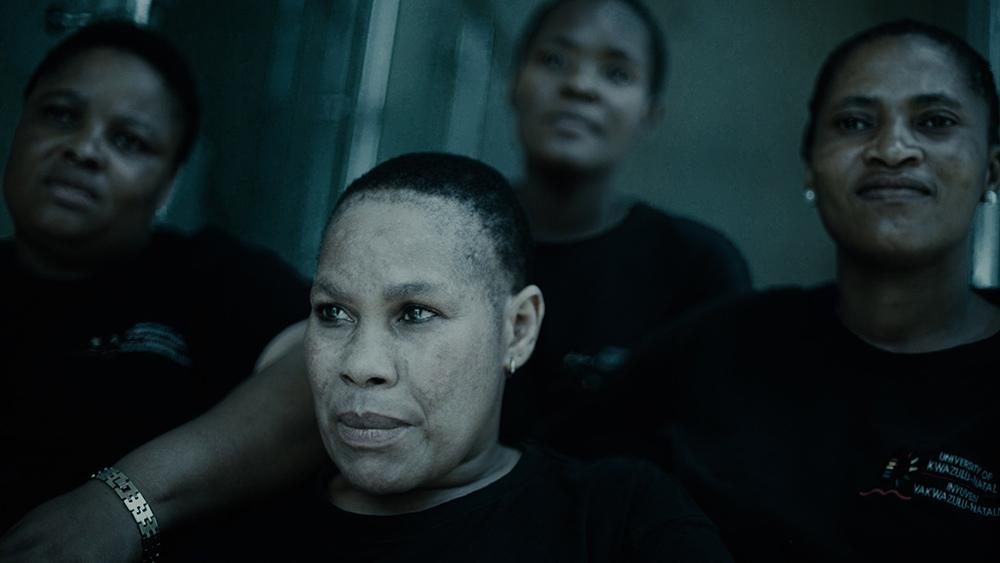 'A Gentle Magic' | Il documentario di Lerato Mbangeni racconta il perché dell'abuso delle creme schiarenti in Sudafrica