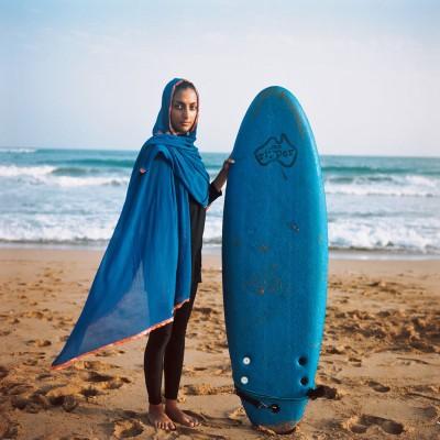 'Surfing Iran' | Giulia Frigieri ci racconta la rivoluzione delle surfiste in hijab