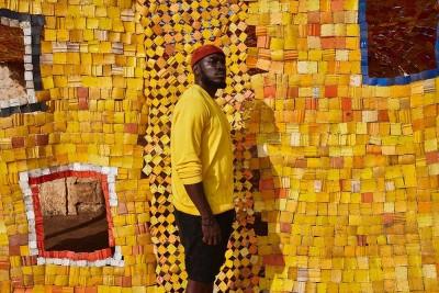 'Sometime in your life' | Storie di vita, politica, commercio e migrazioni nella personale di Serge Attukwei Clottey