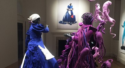 Blu, viola, rosso | Donne, nerezza, ingiustizia e rivoluzione nell'arte di Mary Sibande