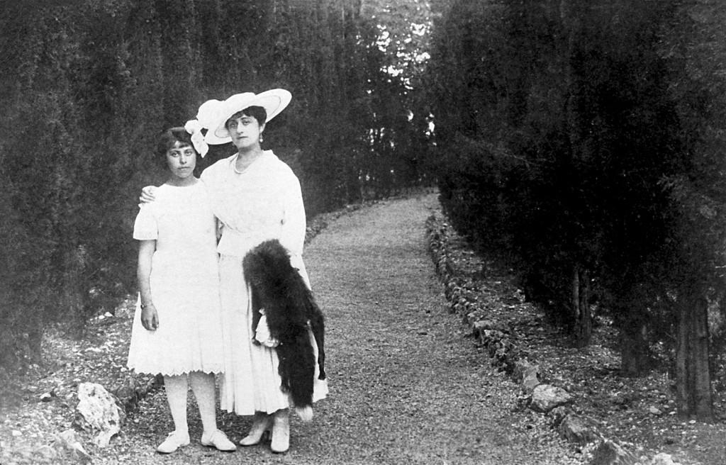Irène Némirovsky con sua madre, Fanny, prima di partire per la Russia (circa 1916) - Foto via