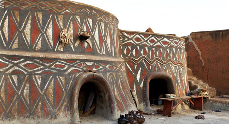 griot-mag-_The Cultural Encyclopaedia | Nana Oforiatta-Ayim prova a riscrivere la storia dell' Africa-Sirigu Huts, Northern Region, Ghana