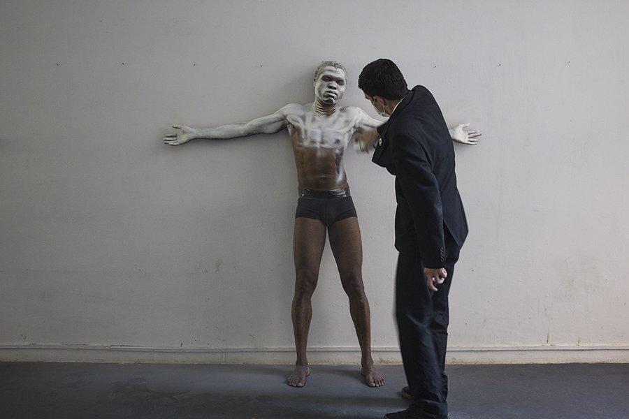 griot-mag-alfie-nze-devils-come-to-koko_white_mask_black_skin_5