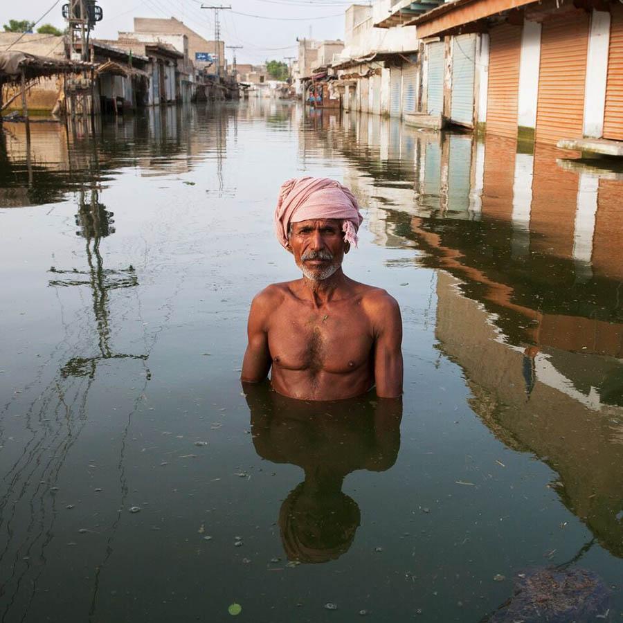 griot-mag-Lagos-Photo-Festival-Gideon Mendel - Drowining World