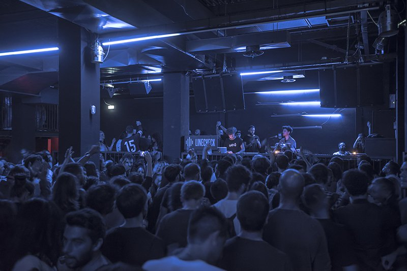 griot-mag-Linecheck_DJ-Koze_Red-Axes_DM_W_NL_105