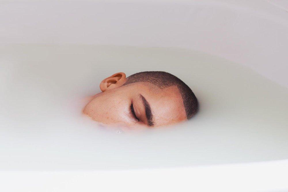 griot-mag-Marie Gomis-Trezise di Galerie Number 8-Pulling Down the Walls -David Uzochukwu « Quiet » - 2014