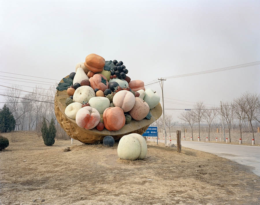 griot-magazine-chinese-fun-stefano-cerio_Basket of concrete fruit, Huairou