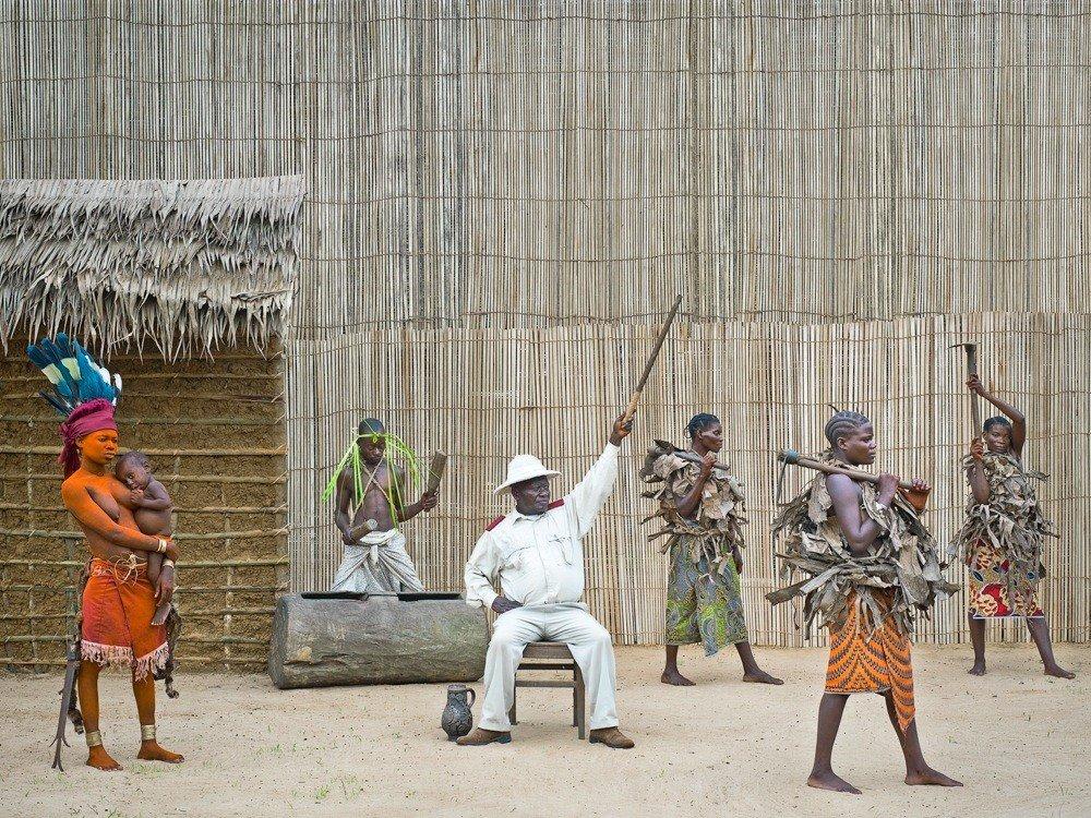 Griot Magazine Sono una Walé Portatemi rispetto ©Patricq Willoq_Walé Oymobé, bored and alone.