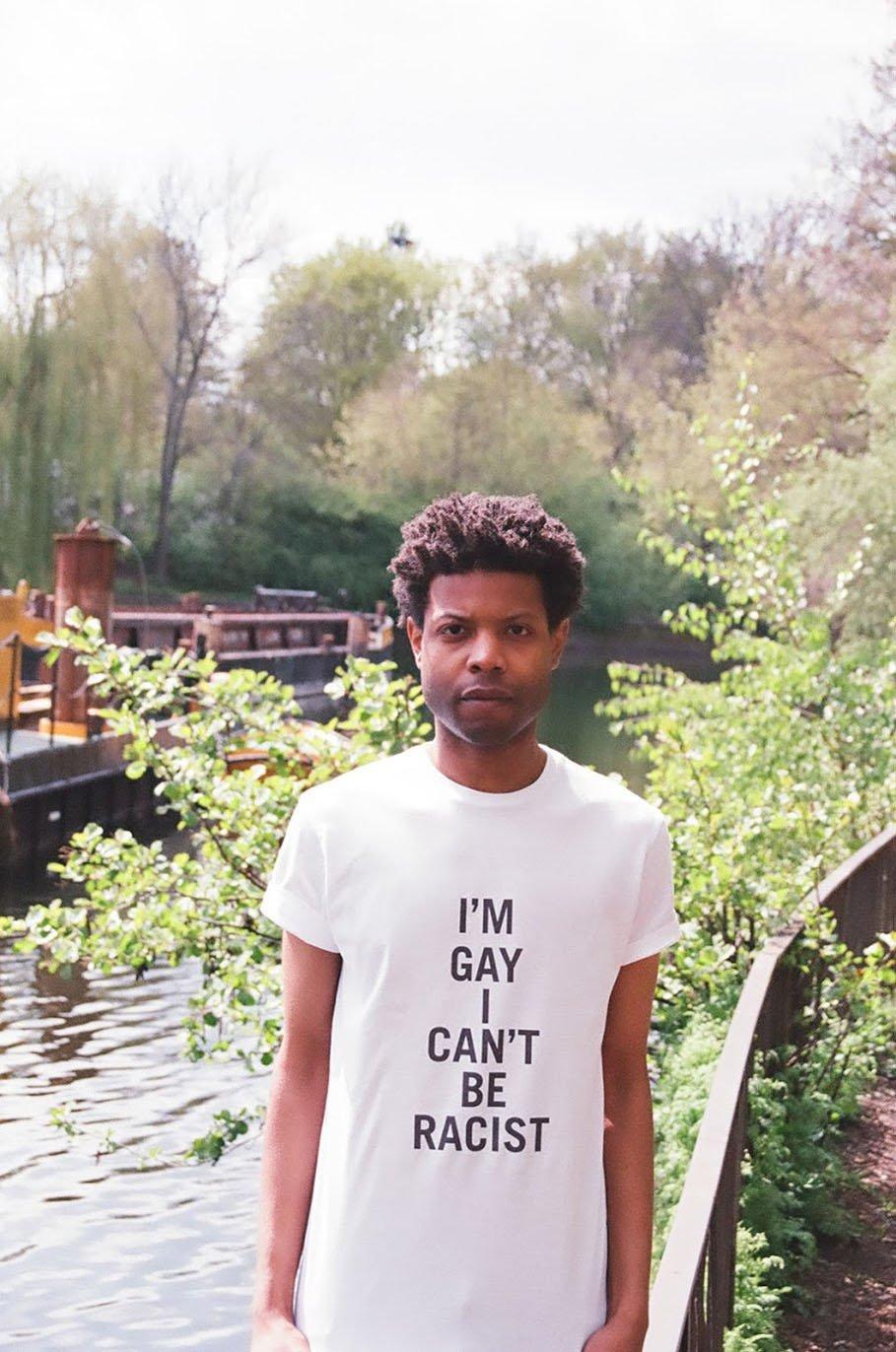 Him Noir | Questo artista indossa- le frasi razziste che gli dicono in giro-4