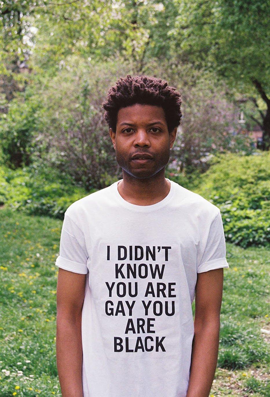 Him Noir | Questo artista indossa- le frasi razziste che gli dicono in giro-8