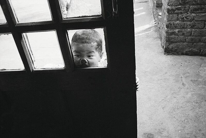 "Little Ones | Alessia Bulgari racconta ""i suoi bambini"" in un libro fotografico-Autoritratto. (Self portrait). Mcleod Ganj, India, 1994"