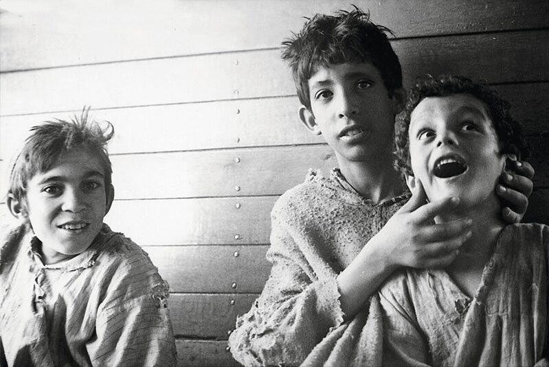 """Little Ones   Alessia Bulgari racconta """"i suoi bambini"""" in un libro fotografico-Ricordo di Serena. (Memory of Serena). Tangiers, 1989."""