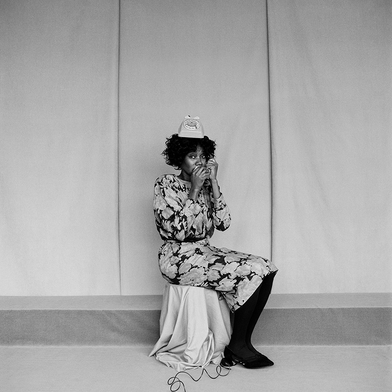 griot-mag-silvia-rosi_fotografa_artista-self-portrait-as-my-mother-on-the-phone_fotografia_