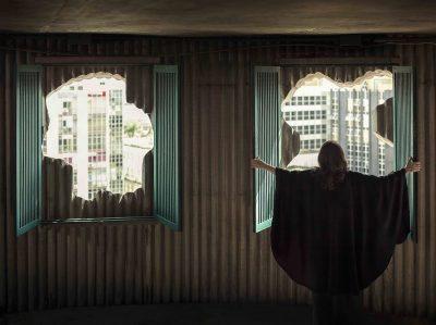 Isaac Julien celebra l'architetta romana-brasiliana Lina Bo Bardi con una meravigliosa video installazione